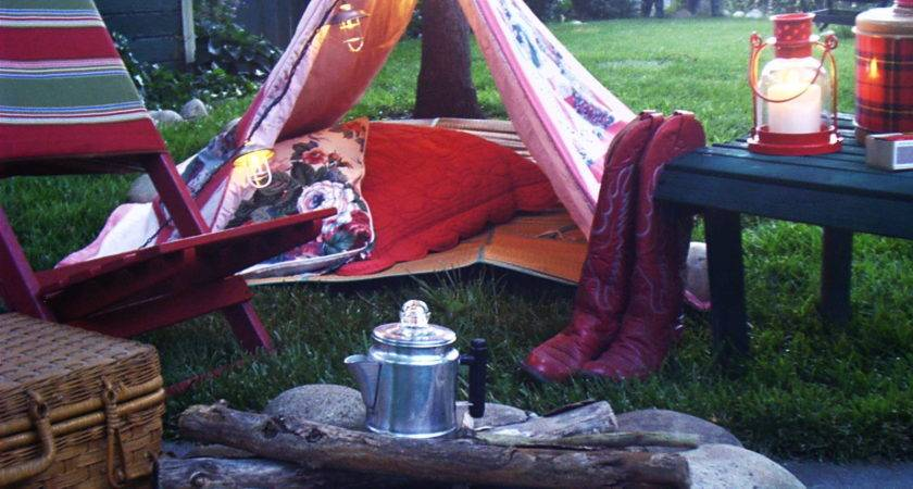 Ash Tree Cottage Cozy Red Backyard Camping
