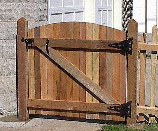 Build Wooden Gate Professionally