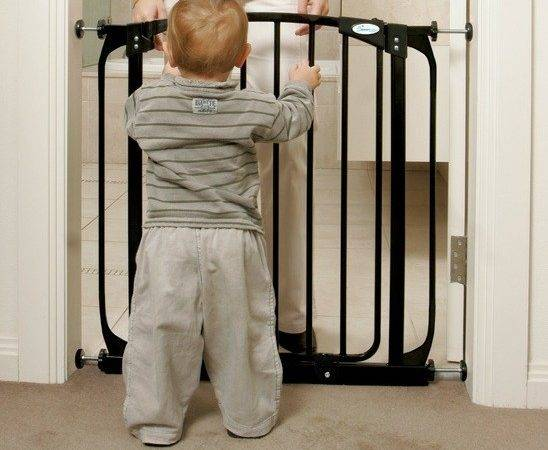 Dreambaby Swing Closed Security Baby Gate Black Safetots