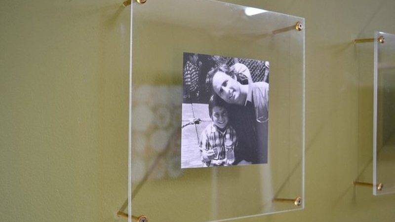 Easy Floating Frames Gives Any Space Sleek