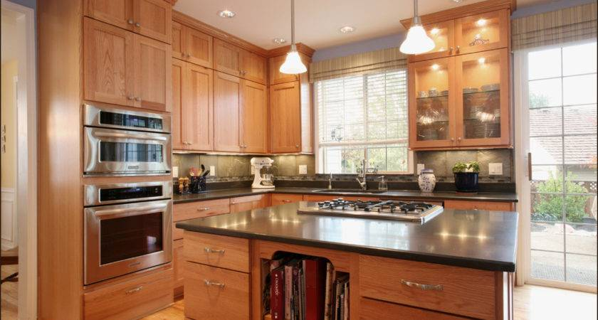 Honey Oak Kitchen Cabinets Traditional
