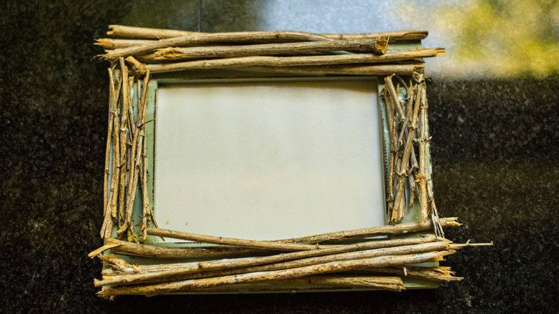 Make Your Own Rustic Twig Frame Maiax