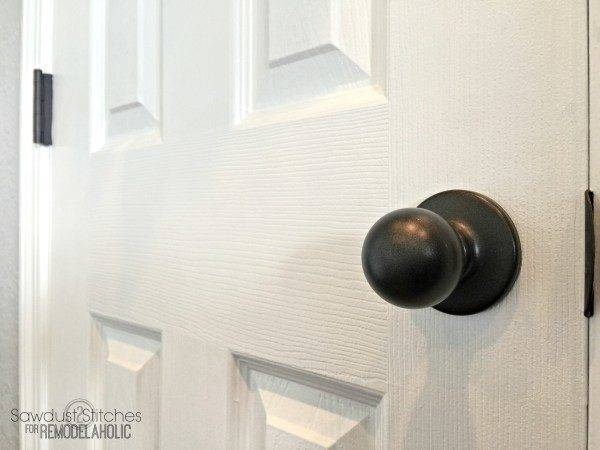 Remodelaholic Upgrade Door Knobs Spray Paint