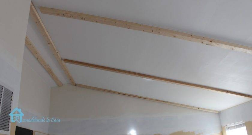 Remodelando Casa Installing Faux Wooden Beams Second