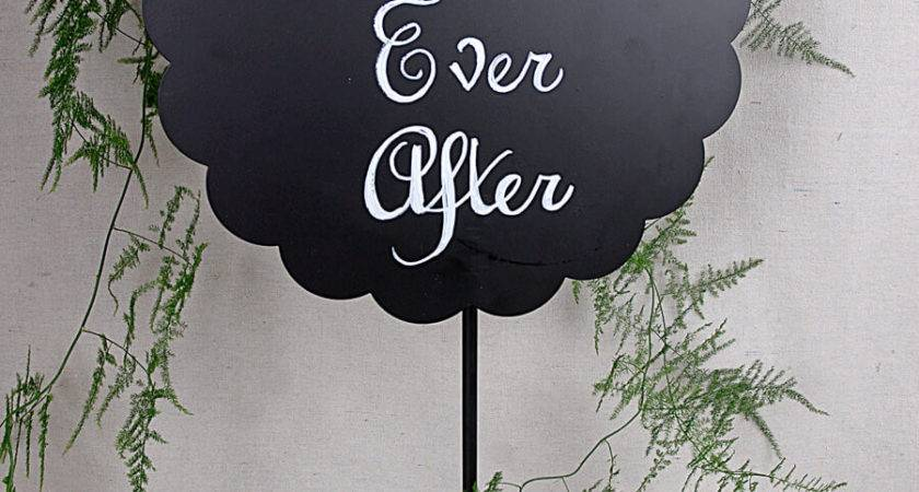 Scalloped Round Metal Chalkboard Stand
