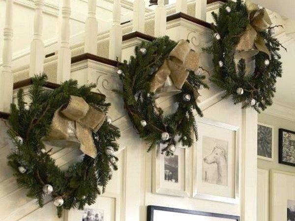 Stunning Christmas Staircase Decorations