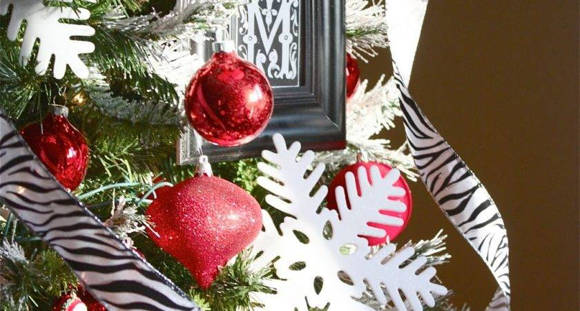 Yellow Cape Cod Holiday Home Series Tips Decorate